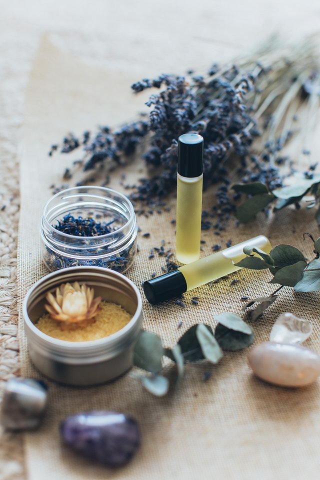 hierbas y símbolos para limpia espiritual