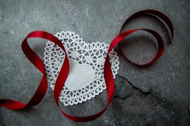Qué amuletos sirven para el amor amuleto con cintas